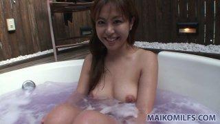 Hot jacuzzi with Japanese milf Yuriko Hiratsuka wait for you