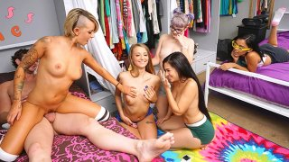 Kinky College Group Sex Party Time!