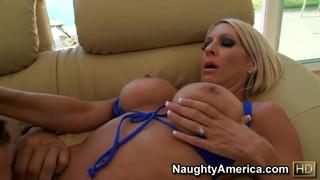 Amazingly hot mom Emma Starr seduces younger guy