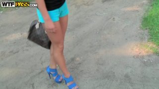 Dirty-minded amateur chick Natasha agrees to please a dude