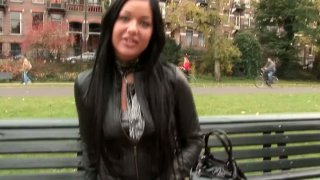 Amateur brunette agrees to suck a strong cock in the park